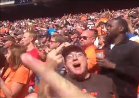 Football Fan im falschen Lager