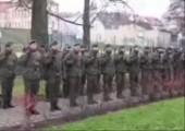 Dieser Soldat hat Schwein gehabt