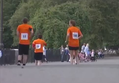 Backwards Running Competition - Rückwärts abgespielt