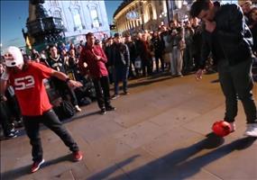 Beeindruckende Street Fußball Skills