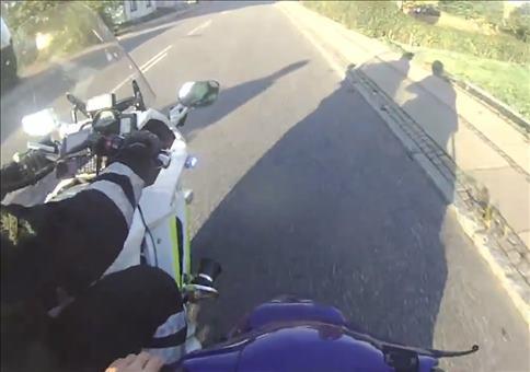 Epische Flucht mit einem Motorroller vor der Polizei