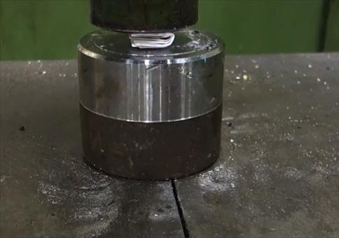 Papier mehr als 7 Mal falten mit der Hydraulikpresse