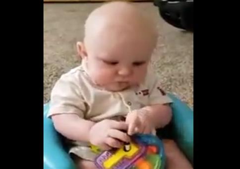 Das Baby erschrecken