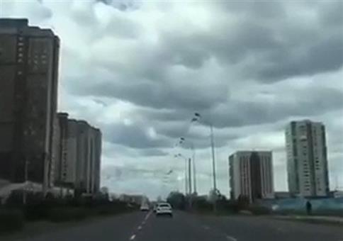 Hans Guck-in-die-Luft fährt Auto