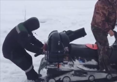 In Russland essen dich die Schneemobile