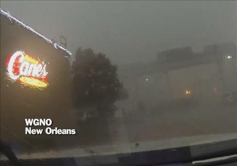 Eisenbahnbrücke bei starkem Sturm