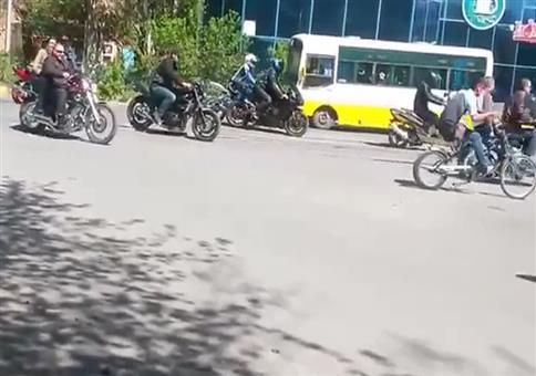 Gemütlich im Motorradkonvoi unterwegs