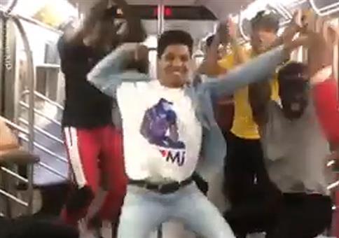 Coole Tanzsession in der U-Bahn
