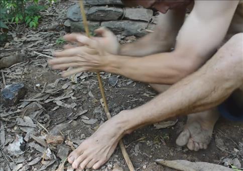 Wie man im Wald Feuer macht
