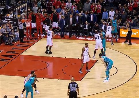 Basketball Buzzer Beater: Nur noch 3 Sek Restspielzeit!