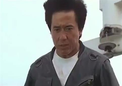 Jackie Chan rutscht ne Glasfassade runter