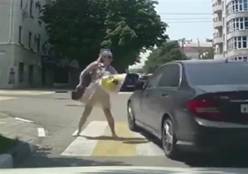 Wenn sich Frauen auf Russlands Straßen in die Haare kriegen