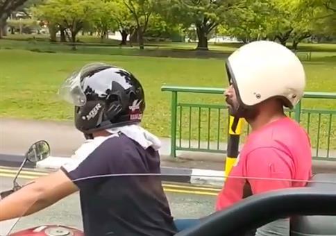 Hey Keule, dein Helm isch verkehrt!