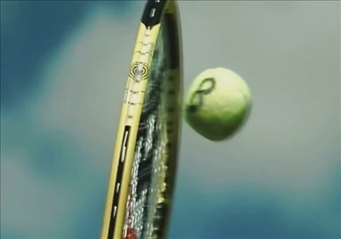 Mit knapp 230 kmh: Tennischläger VS Ball in Slowmotion