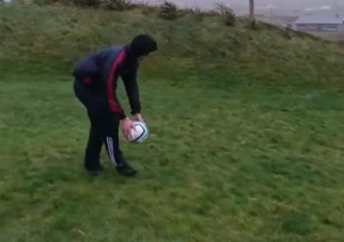 Fußball gegen den Wind