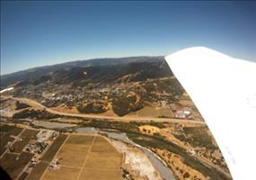 Kamera fällt aus Flugzeug und landet in einem Schweinestall