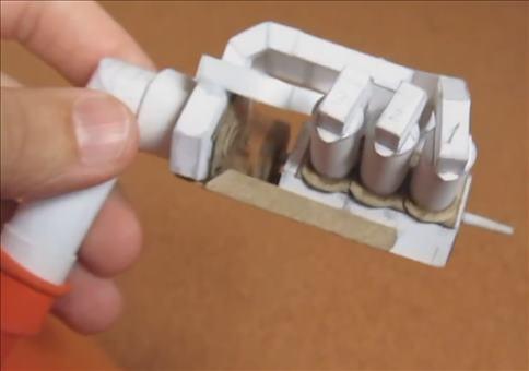 V6 Motor aus Papier