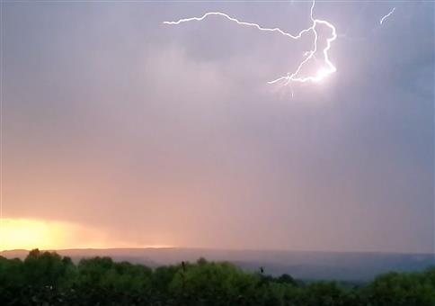 Heftiger Blitz
