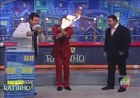 Profi Feuerspucker in brasilianischer TV Show