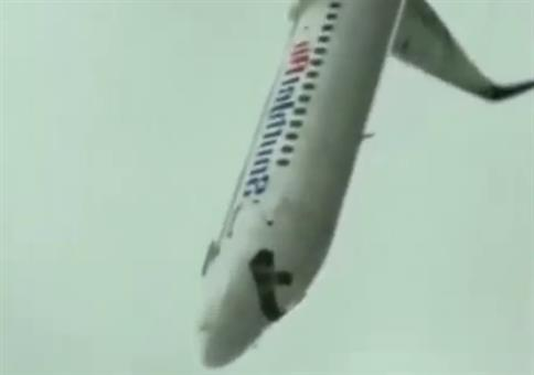 Senkrechter Flugzeugabsturz