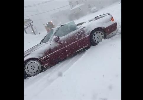 Mit dem Cabrio bei Schneefall auf Tour