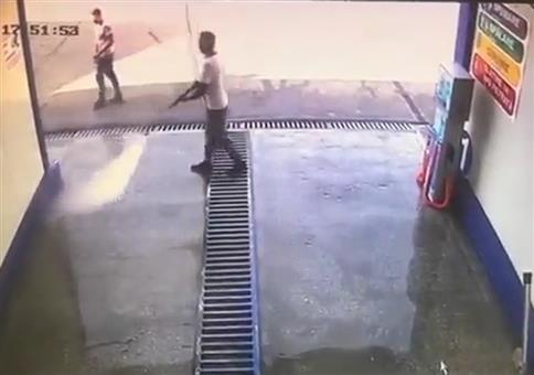 Das war knapp: Schnell noch in die Waschanlage