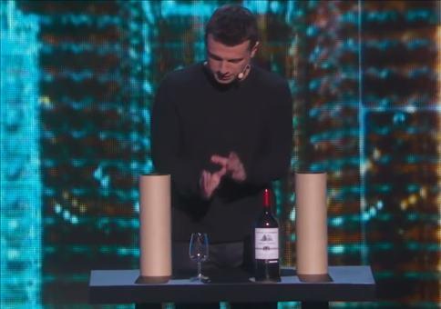 Der Zaubertrick mit der Weinflaschen