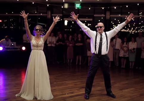Irrer Vater-Tochter Tanz auf Hochzeit