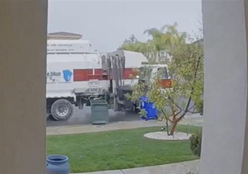 Die Mülltonnenabfuhr ist da