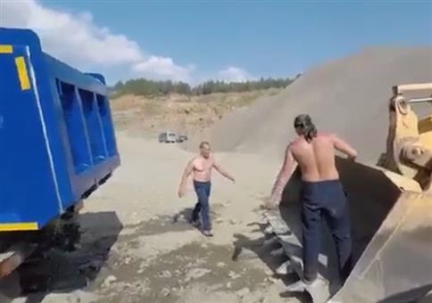 Wenn Russen sich bei der Arbeit schön abkühlen wollen