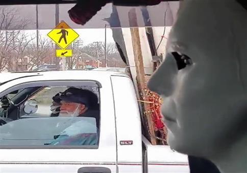 Michael Myers im Auto unterwegs
