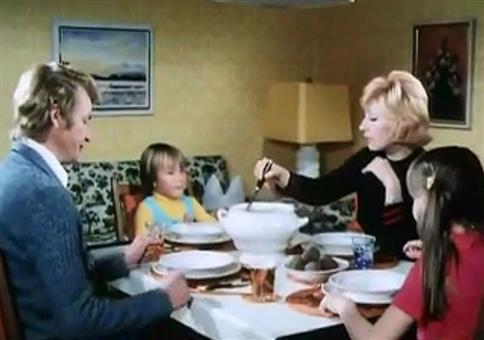 Typisches Familiengespräch beim Frühstück