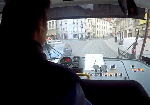 Tramfahrer bringt Jungen zu seinen Eltern