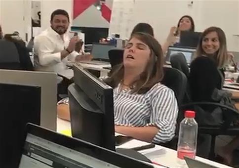 Neulich auf Arbeit: Schlafen und klatschen