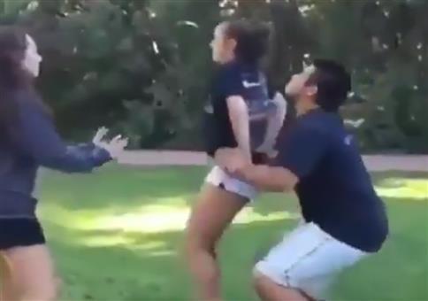 Kleiner Fehlgriff beim Cheerleading