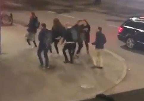 Wenn die Schweden abends vorm Club zu Abba tanzen