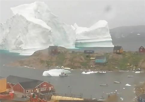 Wenn der Eisberg knapp an der Küste vorbeischrammt