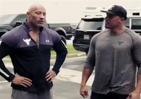 The Rock überrascht sein Stuntdouble