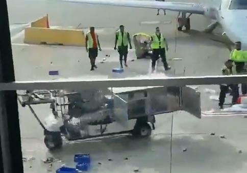 Speisewagen am Flughafen außer Kontrolle