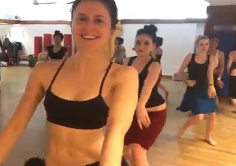 Tanzschule auf Tahiti